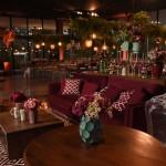 vaso geometrico verde sofá marsala